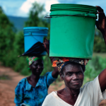 Women carrying water on their heads while walking in Dofu, an area in northern Malawi which has been hit hard by drought and hunger. ACT/Paul Jeffrey