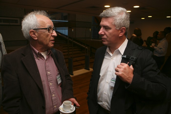Anivaldo Padilha and Rudelmar Bueno de Faria (right)