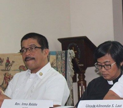 Ustad Alimondas Laut (right) addressing peace advocates and the media in the Philippines describing his experience as an IDP, forced to flee the violence in Marawi City. Photo: Patricia Mungcal/NCCP